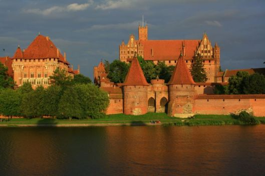 800_malbork_castle_-_from_the_nogat_river